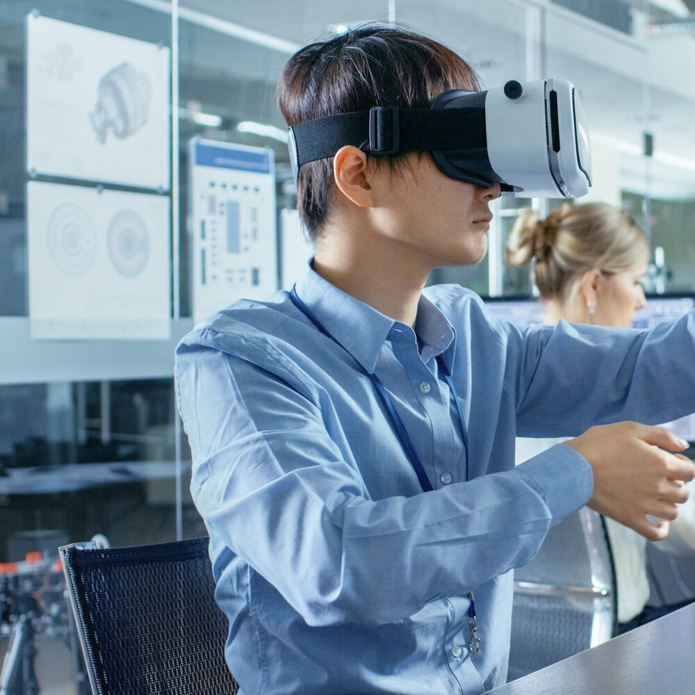 Applications and Drawbacks of Immersive Learning Tech